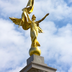 gold-leaf-manetti-sculpture-washington-usa
