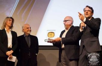 Приз фестиваля France Odeon — золой лист Manetti 24 карата